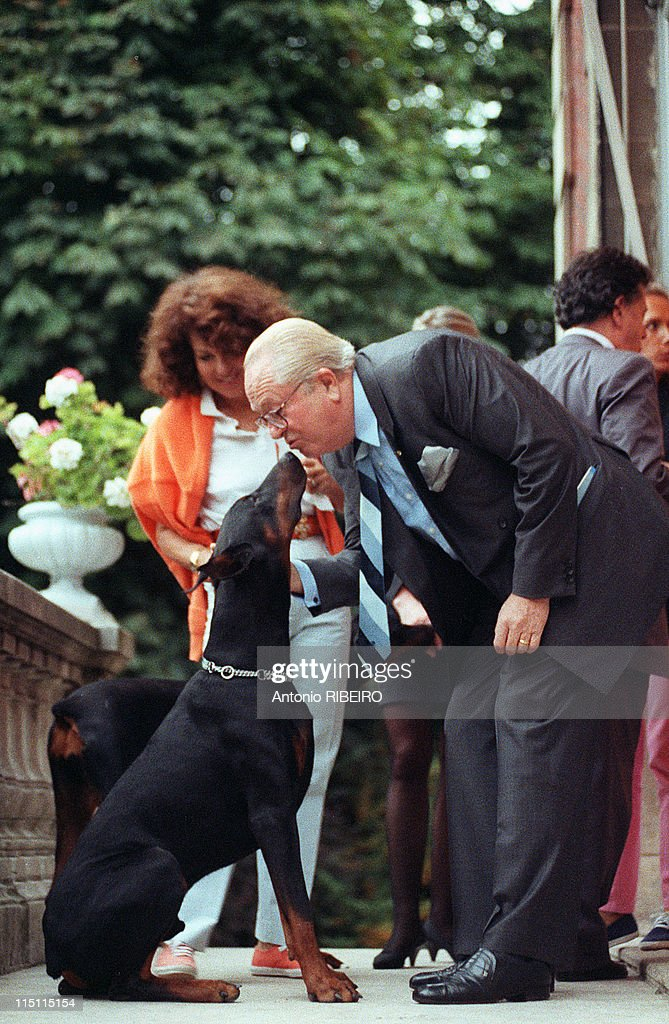 <a gi-track='captionPersonalityLinkClicked' href=/galleries/search?phrase=Jean-Marie+Le+Pen&family=editorial&specificpeople=214017 ng-click='$event.stopPropagation()'>Jean-Marie Le Pen</a> at home and look at his resultats in Saint Cloud, France on September 20, 1992.