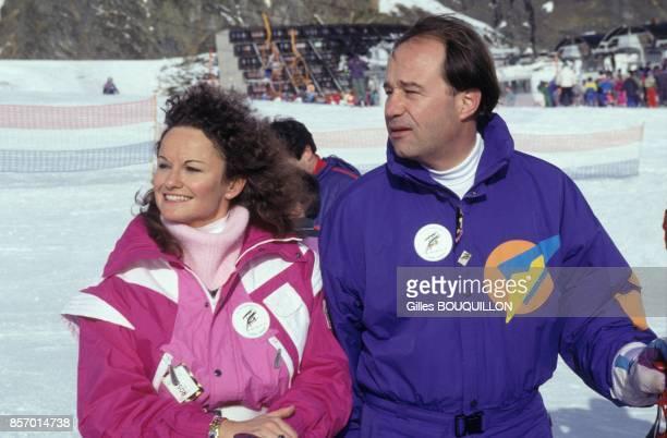 JeanMichel Baylet avec sa femme MarieFrance a la station de ski des HautesPyrenees le 19 janvier 1992 a Aragnouet France