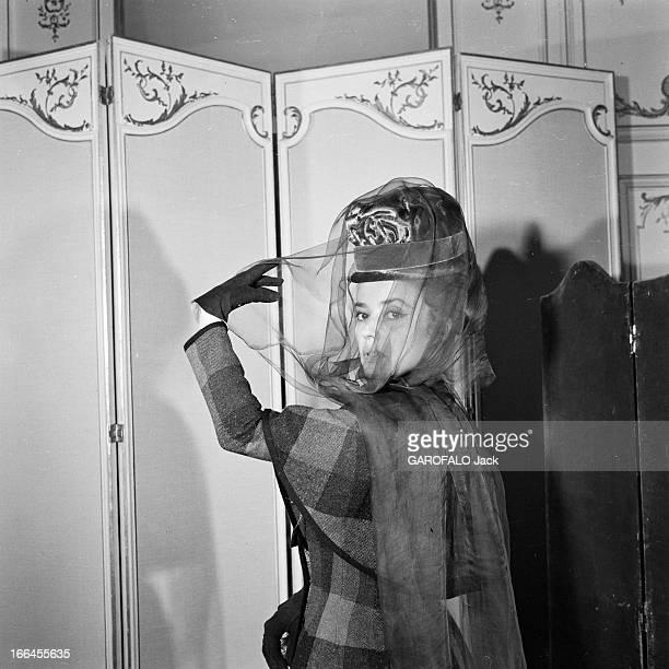 Jeanne Moreau Poses In Studio In Mata Hari Costumes Designed By Pierre Cardin France Paris 23 mars 1962 l'actrice et chanteuse Jeanne MOREAU a...