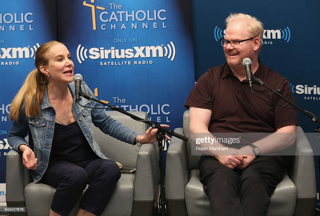 Jeannie Gaffigan and Jim Gaffigan visit SiriusXM Townhall at SiriusXM Studio on June 28, 2016 in New York City.