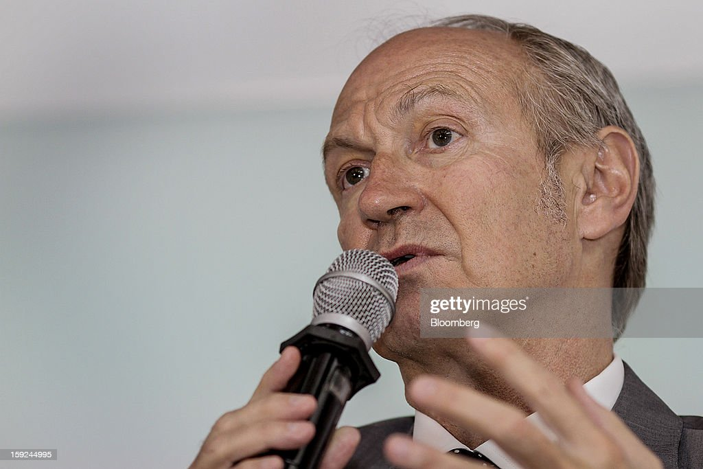 Jean-Paul Agon, chief executive officer of L'Oreal SA, speaks during a news conference for the opening of the company's first research and innovation center in Mumbai, India, on Thursday, Jan. 10, 2013. L'Oreal SA, the world's largest cosmetics maker, today inaugurated its new Indian R&I center. Photographer: Dhiraj Singh/Bloomberg via Getty Images