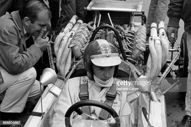 JeanPierre Beltoise Matra MS11 Grand Prix of France RouenLesEssarts 07 July 1968 Georges Martin creator of the Matra V12 enine with JeanPierre...