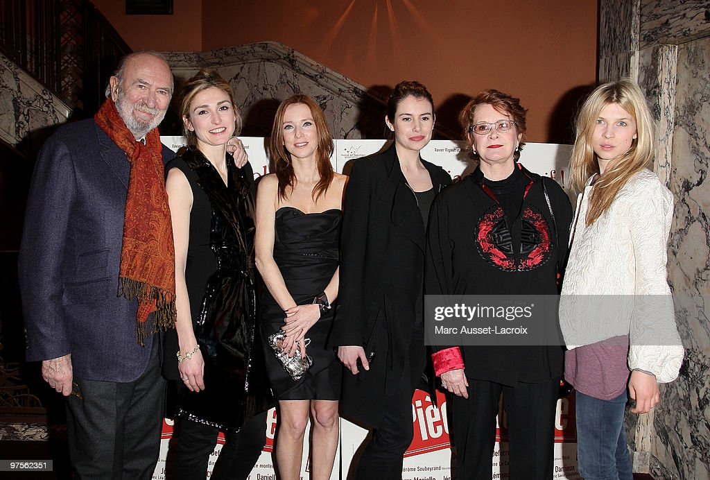 JeanPierre Marielle and Julie Gayet and Lea Drucker and Louise Monot and Dominique Lavanant and Clemence Poesy pose for 'Piece Montee' Paris Premiere...