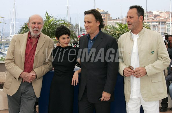 ¿Cuánto mide Jean Reno? - Altura - Real height Jeanpierre-marielle-audrey-tautou-tom-hanks-and-jean-reno-picture-id130910100?s=594x594&w=125