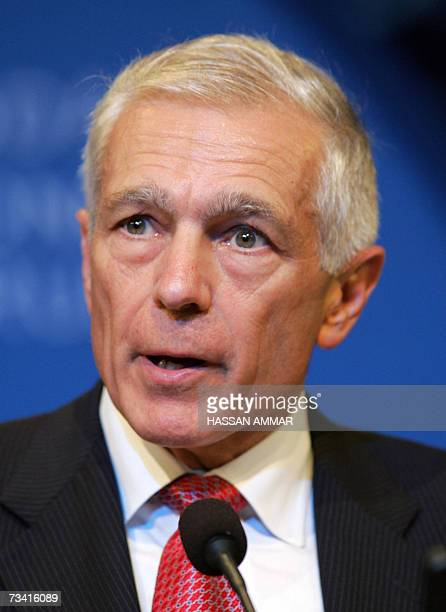 Former NATO Commander US Gen Wesley Clark addresses the Jeddah Economic Forum in the Red Sea city of Jeddah 25 February 2007 Jordan's Queen Rania...
