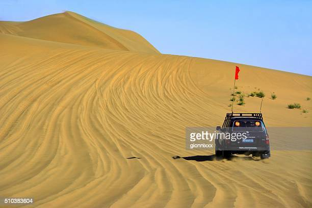 Jeep-Fahrt über die Sanddünen in Badain Jaran, Inner Mongolia