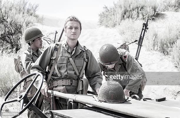Jeep con soldati della seconda guerra mondiale