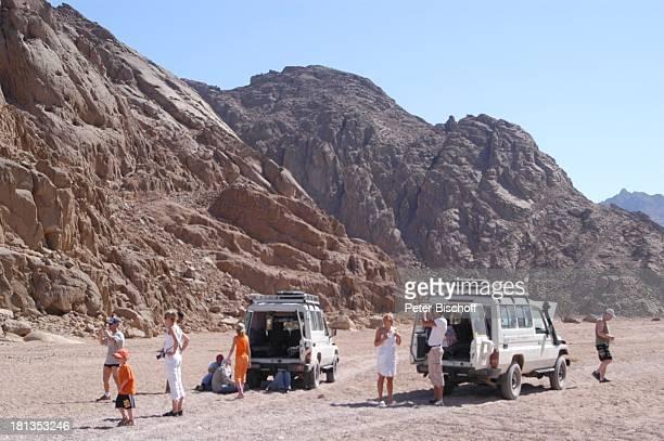 Jeepsafari Wüste bei Hurghada Ägypten Afrika Touristen Jeep Auto Berge Wüstentour ProdNr 523/2006 Reise