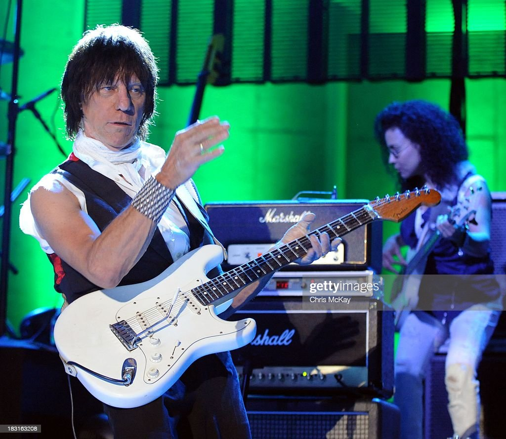 <a gi-track='captionPersonalityLinkClicked' href=/galleries/search?phrase=Jeff+Beck&family=editorial&specificpeople=213341 ng-click='$event.stopPropagation()'>Jeff Beck</a> and Rhonda Smith perform at Chastain Park Amphitheater on October 4, 2013 in Atlanta, Georgia.