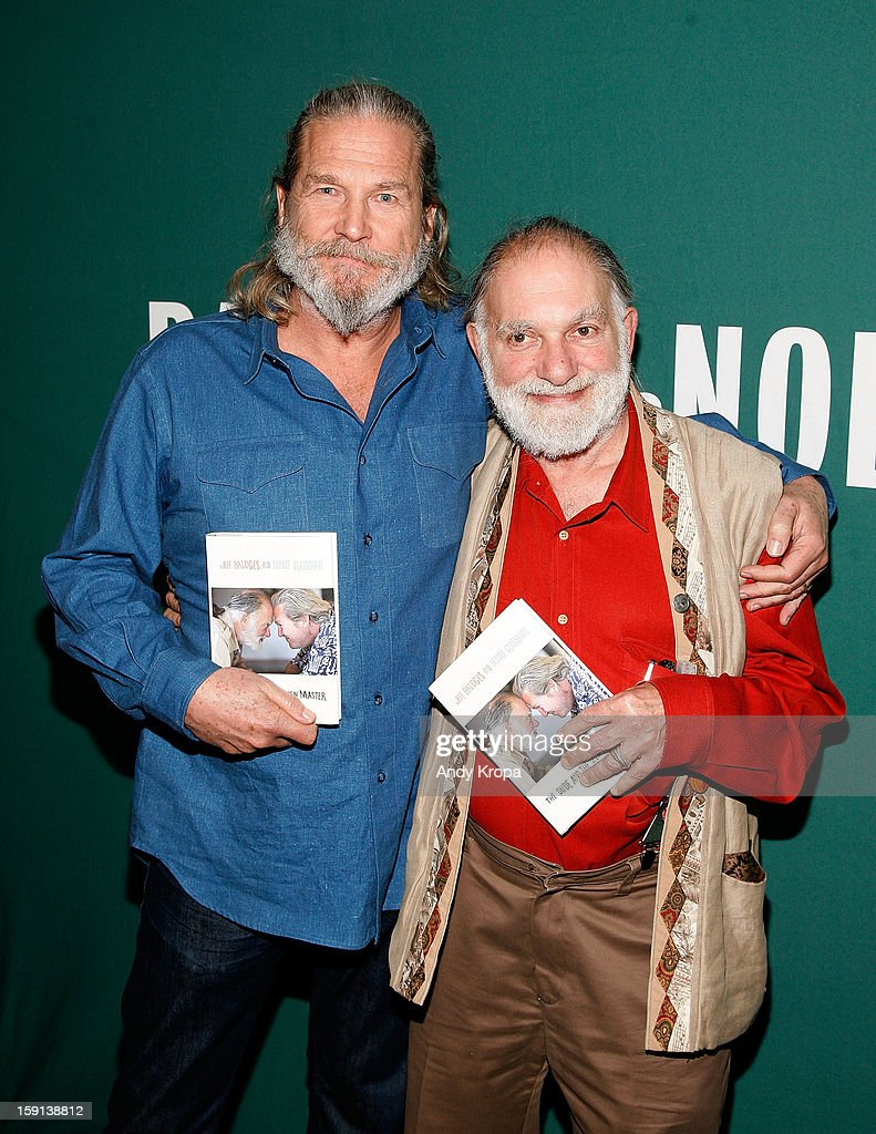 <a gi-track='captionPersonalityLinkClicked' href=/galleries/search?phrase=Jeff+Bridges&family=editorial&specificpeople=201735 ng-click='$event.stopPropagation()'>Jeff Bridges</a> and Bernie Glassman visit Barnes & Noble Union Square on January 8, 2013 in New York City.