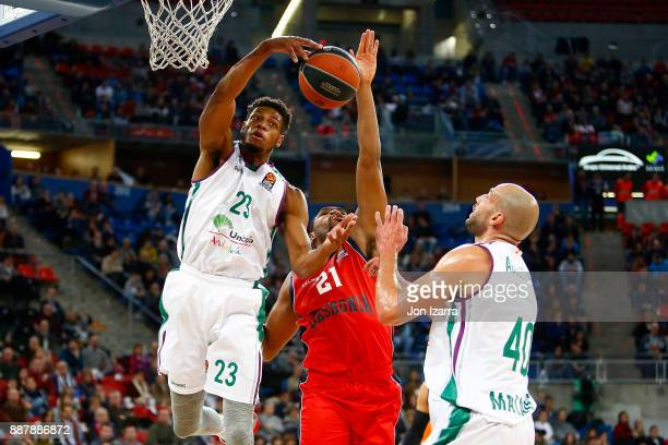 Jeff Brooks #23 of Unicaja Malaga competes with Kevin Jones #21 of Baskonia Vitoria Gasteiz during the 2017/2018 Turkish Airlines EuroLeague Regular...