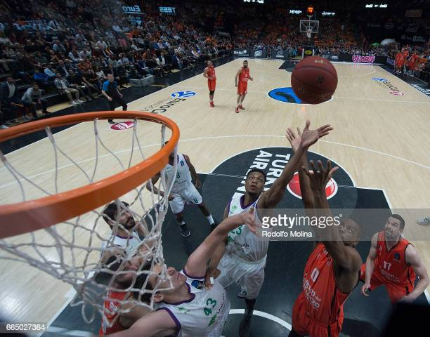 Jeff Brooks #23 of Unicaja Malaga competes with Will Thomas #0 of Valencia Basket during the 20162017 7Days Eurocup Finals Leg 3 Valencia Basket v...