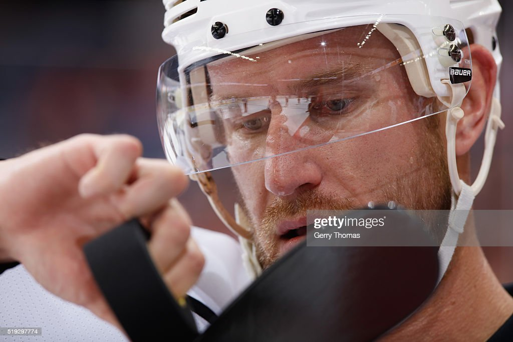 Jeff Carter #77 of the Los Angeles King checks his stick against the Calgary Flames at Scotiabank Saddledome on April 5, 2016 in Calgary, Alberta, Canada.