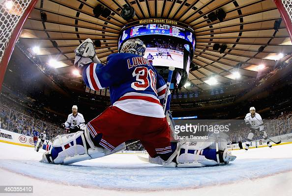 Jeff Carter of the Los Angeles Kings scores on Henrik Lundqvist of the New York Rangers during the first period of Game Three of the 2014 NHL Stanley...