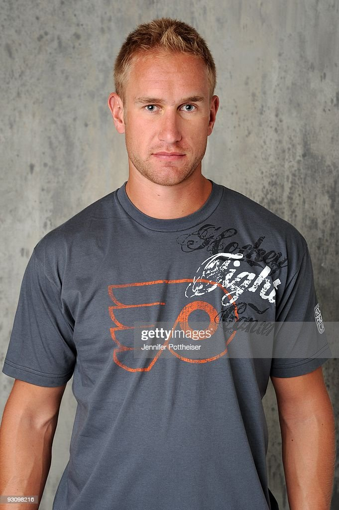 <a gi-track='captionPersonalityLinkClicked' href=/galleries/search?phrase=Jeff+Carter&family=editorial&specificpeople=227320 ng-click='$event.stopPropagation()'>Jeff Carter</a> of the Philadelphia Flyers poses for the NHLI Stylized Portrait shoot during the NHL Media Tour at the Empire Hotel on September 8, 2009 in New York City.