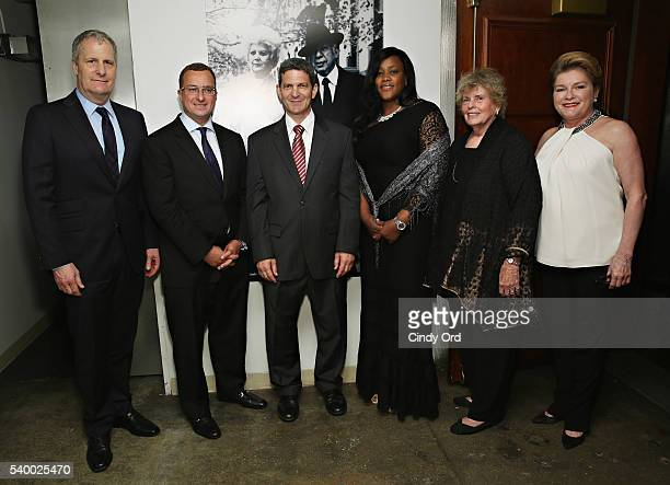 Jeff Daniels Sharif ElGamal Tom Oppenheim Winette Jackson Linda Hope and Kate Mulgew attend the Stella By Starlight 11th Annual Fundraising Gala at...