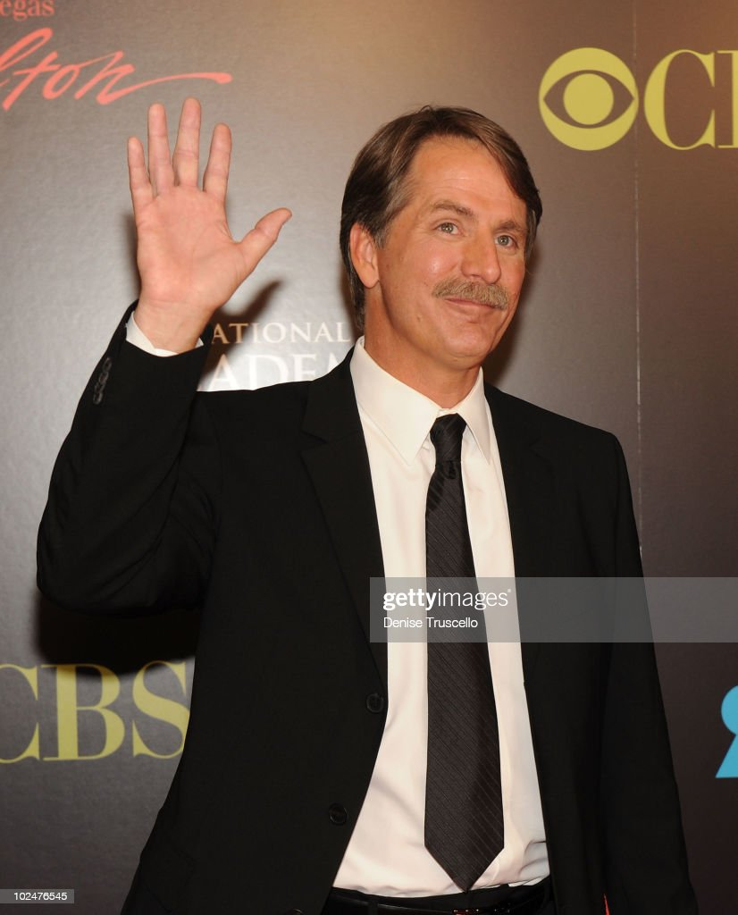 <a gi-track='captionPersonalityLinkClicked' href=/galleries/search?phrase=Jeff+Foxworthy&family=editorial&specificpeople=213589 ng-click='$event.stopPropagation()'>Jeff Foxworthy</a> arrives at the 37th Annual Daytime Emmy Awards at Las Vegas Hilton on June 27, 2010 in Las Vegas, Nevada.