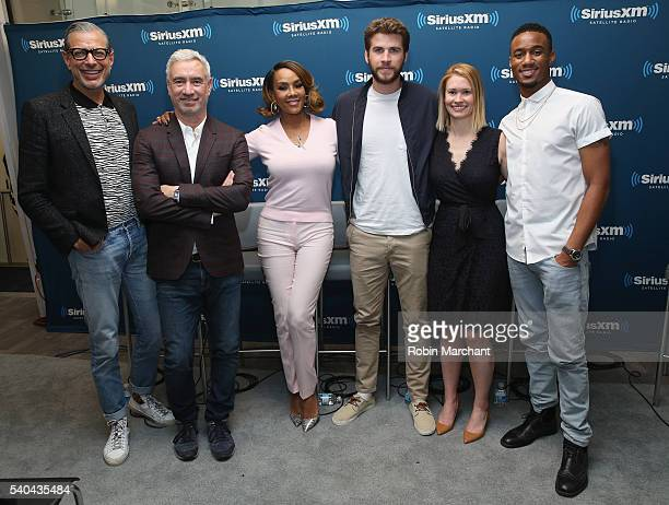 Jeff Goldblum Roland Emmerich Vivica A Fox Liam Hemsworth Julia Cunningham and Jessie T Usher attend SiriusXM's 'Town Hall' With The Cast Of...