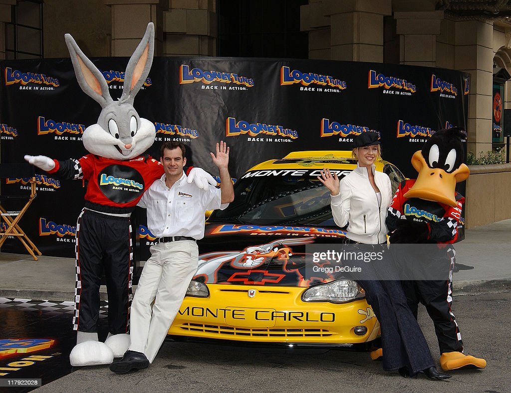 jeff gordon and jenna elfman team up to unveil a race car pace