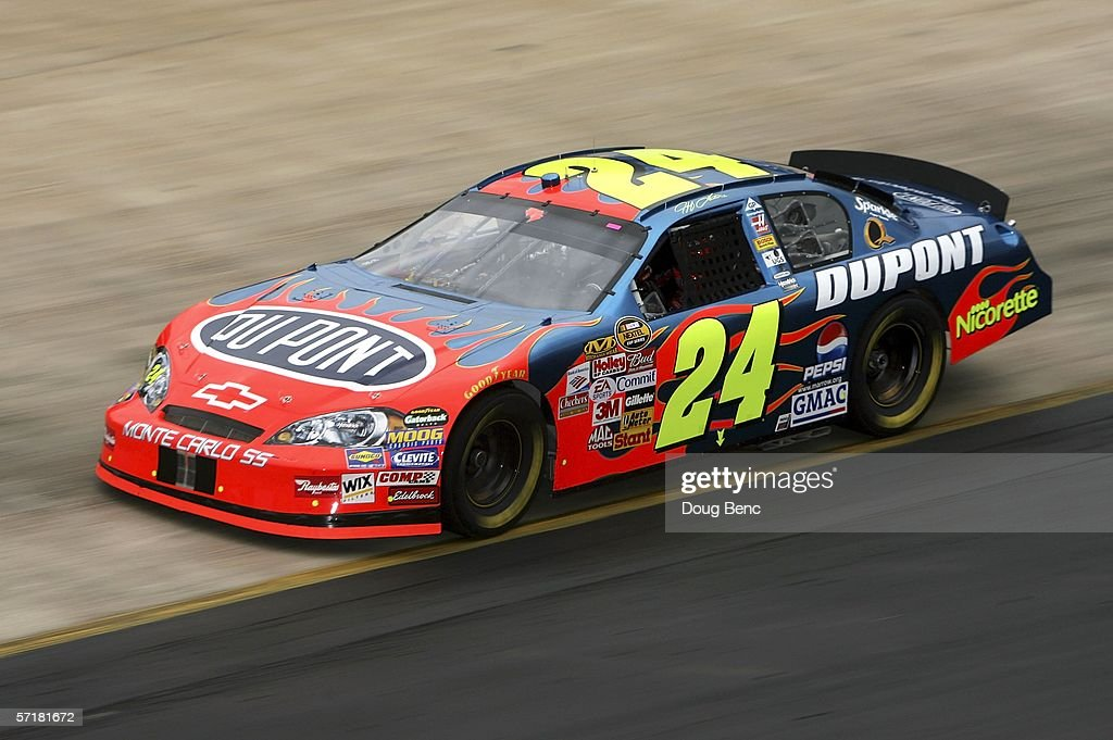 Jeff Gordon driver of Dupont Chevrolet turns a lap during practice for the NASCAR Nextel Cup Food City 500 on March 25 2006 at Bristol Motor Speedway...
