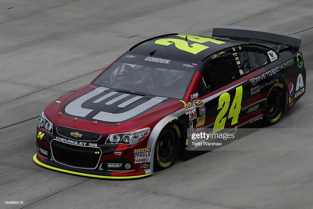 Jeff Gordon, driver of the #24 DRive to End Hunger Chevrolet, practices for the NASCAR Sprint Cup Series FedEx 400 Benefiting Autism Speaks at Dover International Speedway on May 30, 2014 in Dover, Delaware.