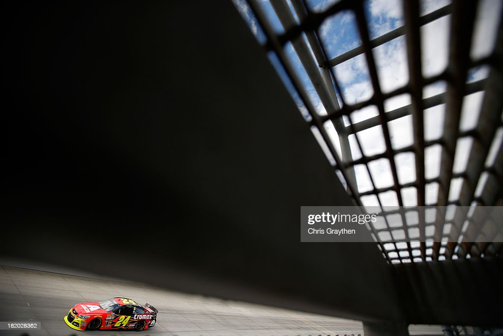 <a gi-track='captionPersonalityLinkClicked' href=/galleries/search?phrase=Jeff+Gordon&family=editorial&specificpeople=171491 ng-click='$event.stopPropagation()'>Jeff Gordon</a> drives the #24 Axalta Chevrolet during qualifying for the NASCAR Sprint Cup Series AAA 400 at Dover International Speedway on September 27, 2013 in Dover, Delaware.
