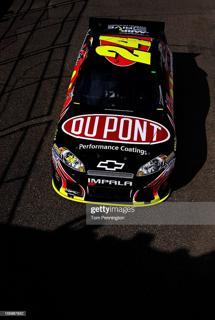 <a gi-track='captionPersonalityLinkClicked' href=/galleries/search?phrase=Jeff+Gordon&family=editorial&specificpeople=171491 ng-click='$event.stopPropagation()'>Jeff Gordon</a> drives the #24 DuPont Chevrolet during practice for the NASCAR Sprint Cup Series AdvoCare 500 at Phoenix International Raceway on November 10, 2012 in Avondale, Arizona.