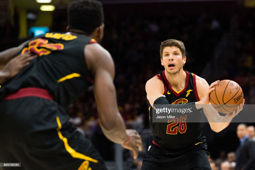 Jeff Green #32 looks for a pass from Kyle Korver #26 of the Cleveland Cavaliers during the second half against the Los Angeles Lakers at Quicken Loans Arena on December 14, 2017 in Cleveland, Ohio. The Cavaliers defeated the Lakers 121-112.