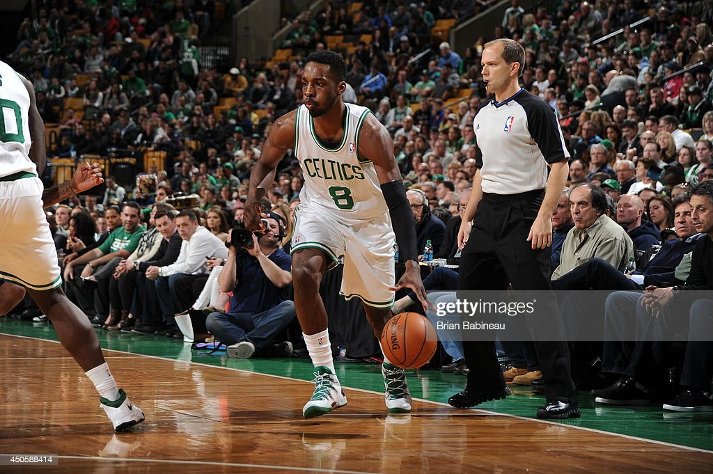 Jeff Green #8 of the Boston Celtics drives against the Washington Wizards on April 16, 2014 at the TD Garden in Boston, Massachusetts.