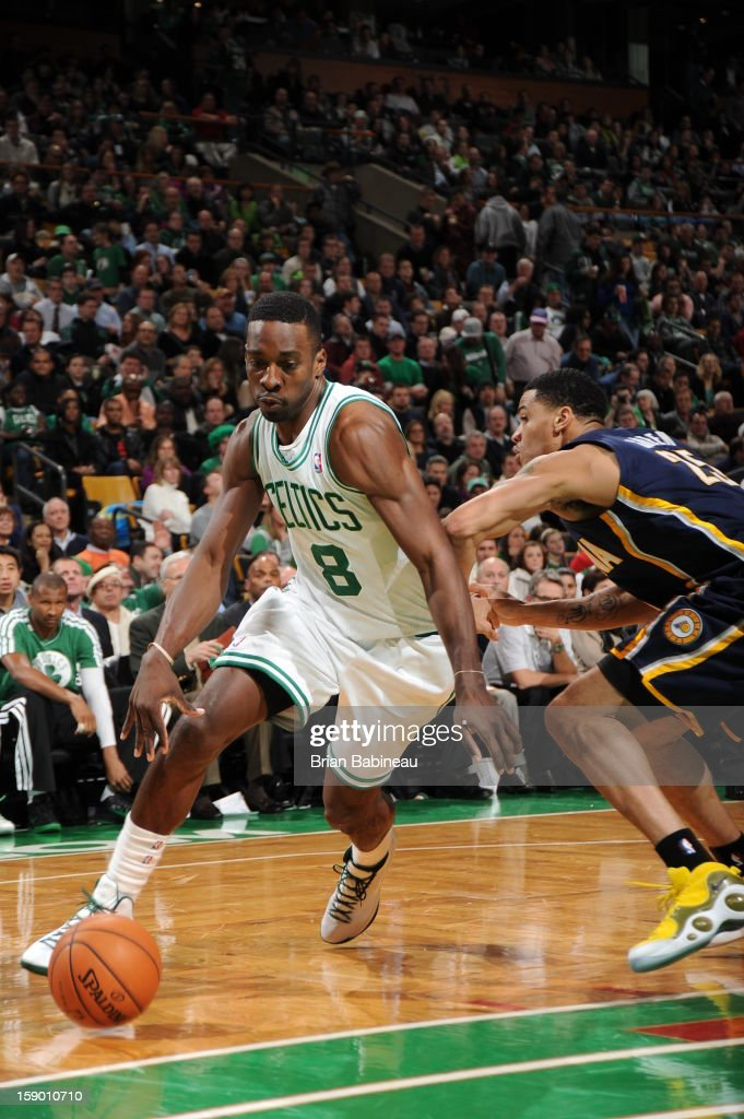 Jeff Green #8 of the Boston Celtics drives to the basket <a gi-track='captionPersonalityLinkClicked' href=/galleries/search?phrase=Gerald+Green&family=editorial&specificpeople=644655 ng-click='$event.stopPropagation()'>Gerald Green</a> #25 of the Indiana Pacers on January 4, 2013 at the TD Garden in Boston, Massachusetts.
