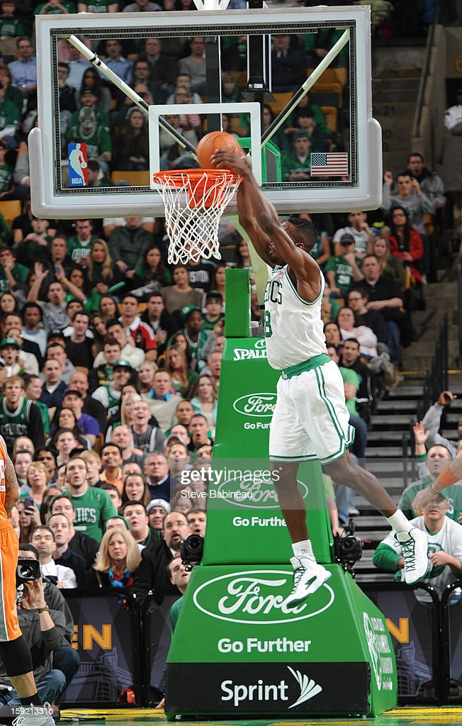 Jeff Green #8 of the Boston Celtics dunks the ball against the Boston Celtics on January 9, 2013 at the TD Garden in Boston, Massachusetts.