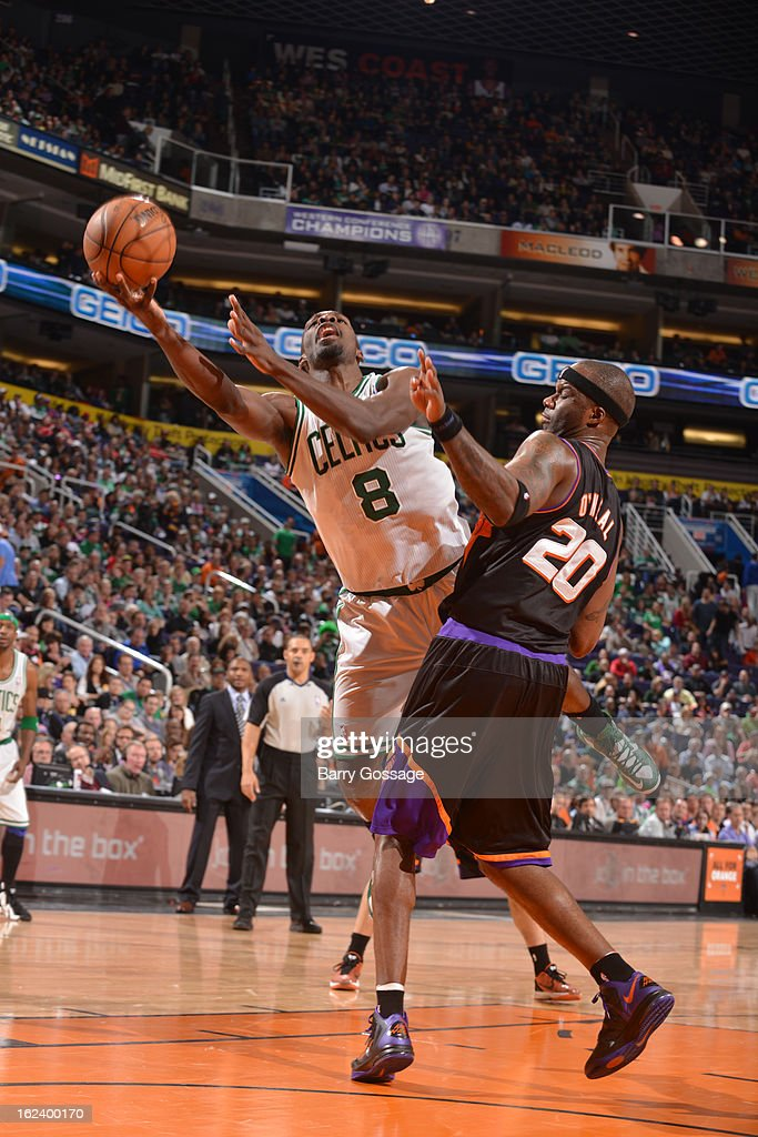Jeff Green #8 of the Boston Celtics shoots against <a gi-track='captionPersonalityLinkClicked' href=/galleries/search?phrase=Jermaine+O%27Neal&family=editorial&specificpeople=201524 ng-click='$event.stopPropagation()'>Jermaine O'Neal</a> #20 of the Phoenix Suns on February 22, 2013 at U.S. Airways Center in Phoenix, Arizona.