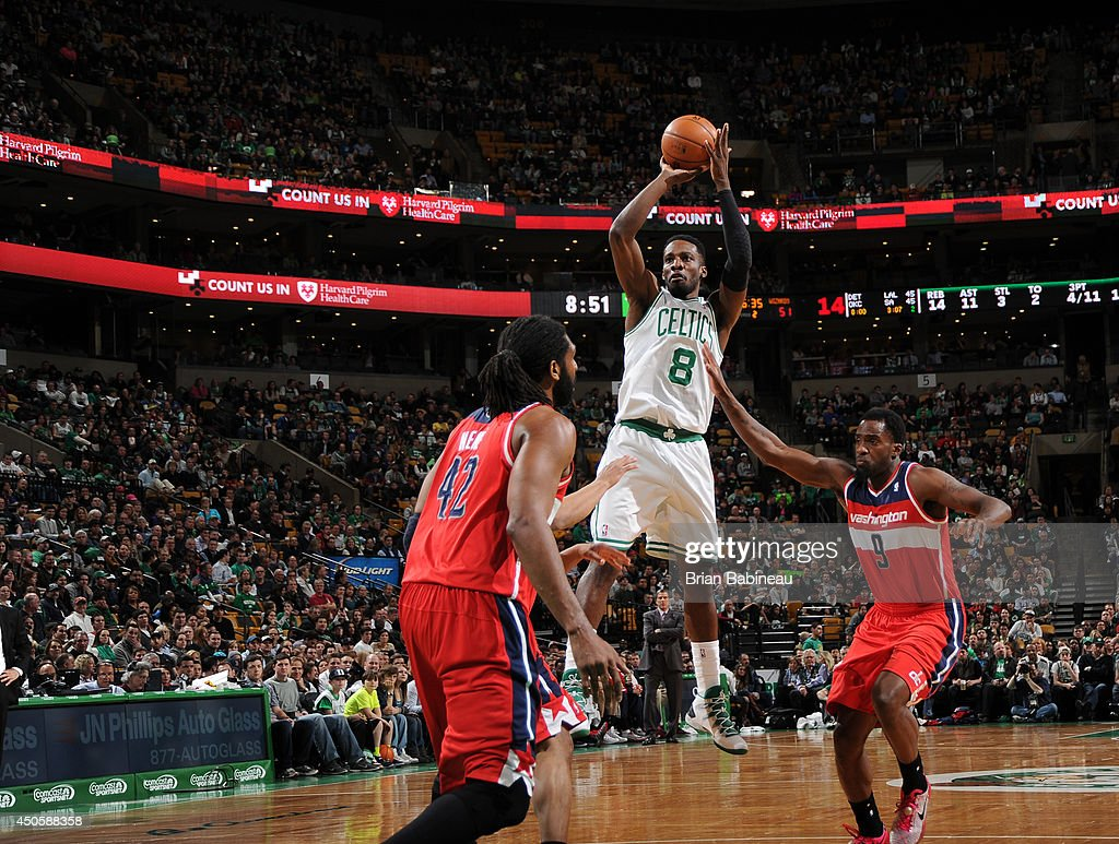 Jeff Green #8 of the Boston Celtics shoots against the Washington Wizards on April 16, 2014 at the TD Garden in Boston, Massachusetts.