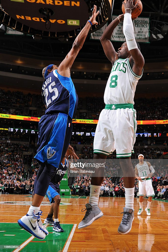 Jeff Green #8 of the Boston Celtics takes a shot over <a gi-track='captionPersonalityLinkClicked' href=/galleries/search?phrase=Vince+Carter&family=editorial&specificpeople=201488 ng-click='$event.stopPropagation()'>Vince Carter</a> #25 of the Dallas Mavericks on December 12, 2012 at the TD Garden in Boston, Massachusetts.