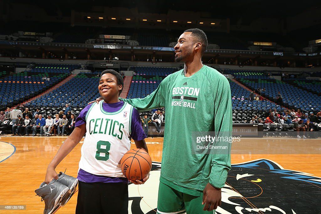 Jeff Green #8 of the Boston Celtics warms up before the game against the Minnesota Timberwolves on November 16, 2013 at Target Center in Minneapolis, Minnesota.