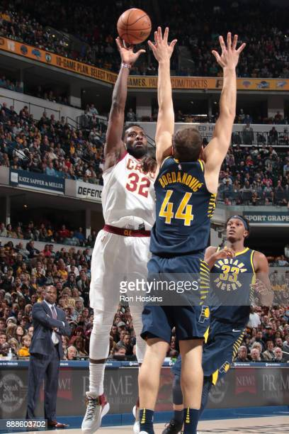 Jeff Green of the Cleveland Cavaliers shoots the ball against the Indiana Pacers on December 8 2017 at Bankers Life Fieldhouse in Indianapolis...