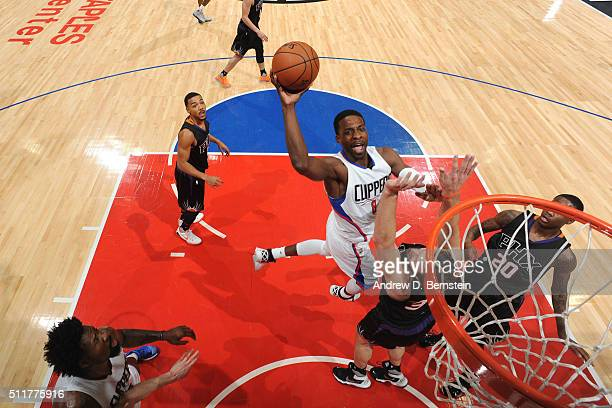 Jeff Green of the Los Angeles Clippers shoots the ball against the Phoenix Suns on February 22 2016 at STAPLES Center in Los Angeles California NOTE...