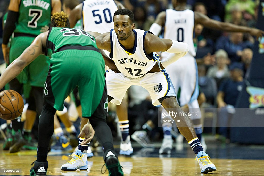 <a gi-track='captionPersonalityLinkClicked' href=/galleries/search?phrase=Jeff+Green+-+Basketball&family=editorial&specificpeople=4218745 ng-click='$event.stopPropagation()'>Jeff Green</a> #32 of the Memphis Grizzlies defends Marcus Smart #36 of the Boston Celtics at the FedExForum on January 10, 2016 in Memphis, Tennessee. The Grizzlies defeated the Celtics 101-98.