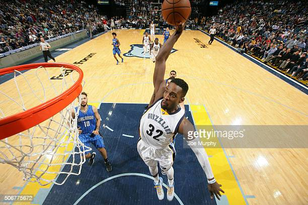 Jeff Green of the Memphis Grizzlies dunks against the Orlando Magic on January 25 2016 in Memphis Tennessee NOTE TO USER User expressly acknowledges...