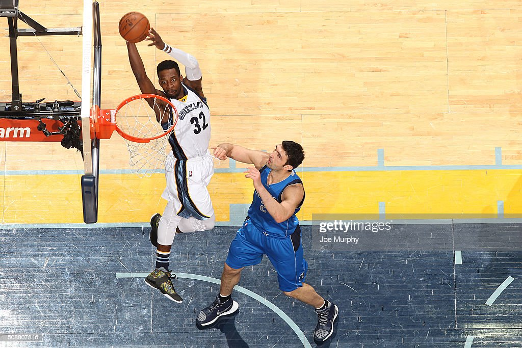 <a gi-track='captionPersonalityLinkClicked' href=/galleries/search?phrase=Jeff+Green+-+Basketball&family=editorial&specificpeople=4218745 ng-click='$event.stopPropagation()'>Jeff Green</a> #32 of the Memphis Grizzlies goes up for a dunk against the Dallas Mavericks on February 6, 2016 at FedExForum in Memphis, Tennessee.