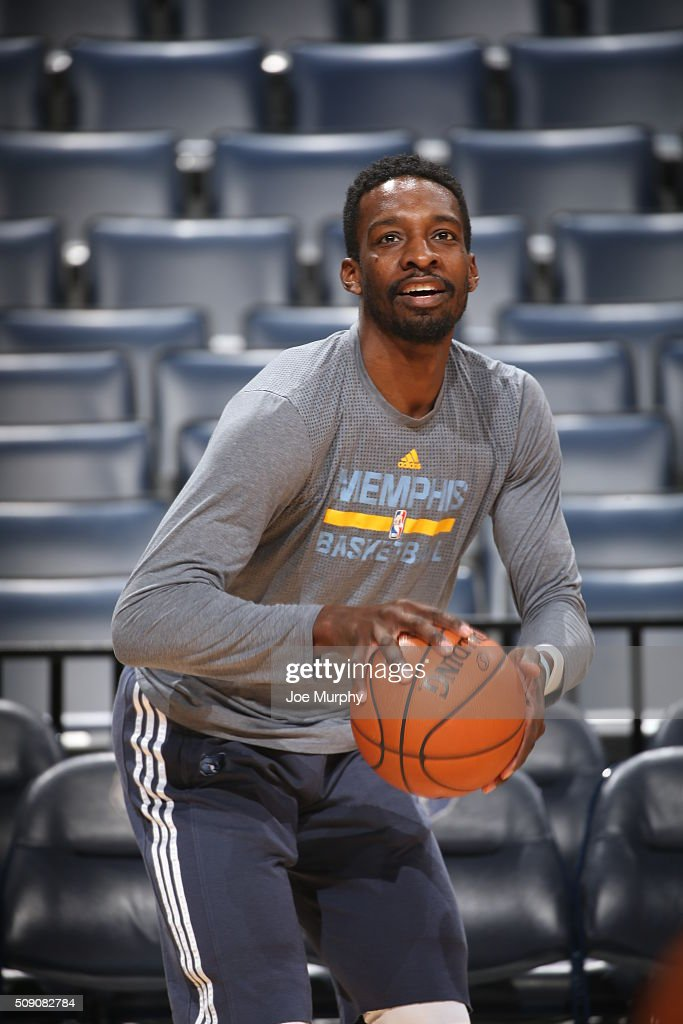 <a gi-track='captionPersonalityLinkClicked' href=/galleries/search?phrase=Jeff+Green+-+Basketball+Player&family=editorial&specificpeople=4218745 ng-click='$event.stopPropagation()'>Jeff Green</a> #32 of the Memphis Grizzlies warms up before the game against the Portland Trail Blazers on February 8, 2016 at FedExForum in Memphis, Tennessee.