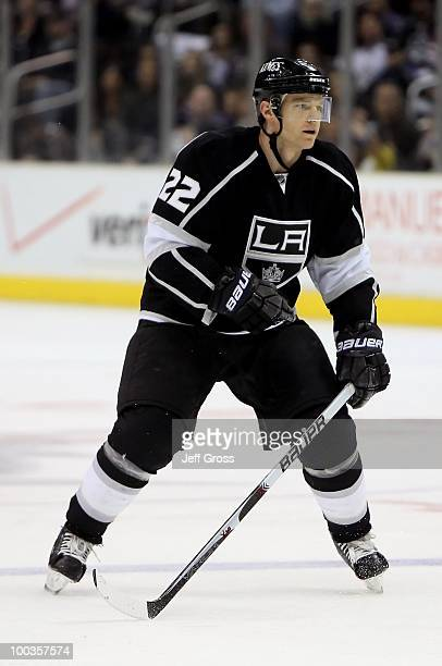Jeff Halpern of the Los Angeles Kings skates against the Dallas Stars at Staples Center on March 27 2010 in Los Angeles California