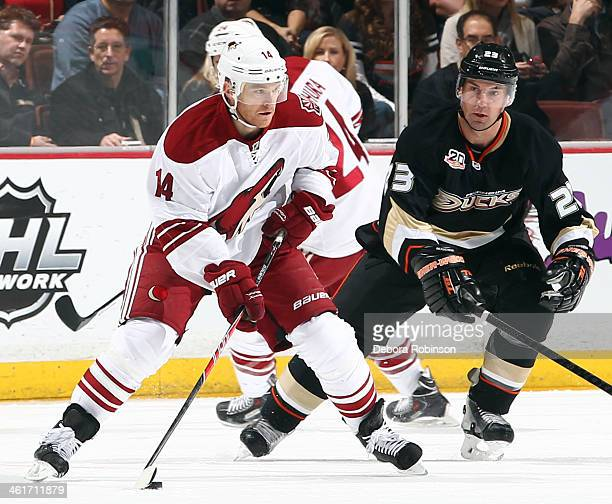 Jeff Halpern of the Phoenix Coyotes handles the puck during the game against the Anaheim Ducks on December 28 2013 at Honda Center in Anaheim...