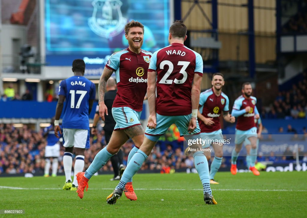 Jeff Hendrick of Burnley celebrates scoring his sides first goal with Stephen Ward of Burnley during the Premier League match between Everton and Burnley at Goodison Park on October 1, 2017 in Liverpool, England.