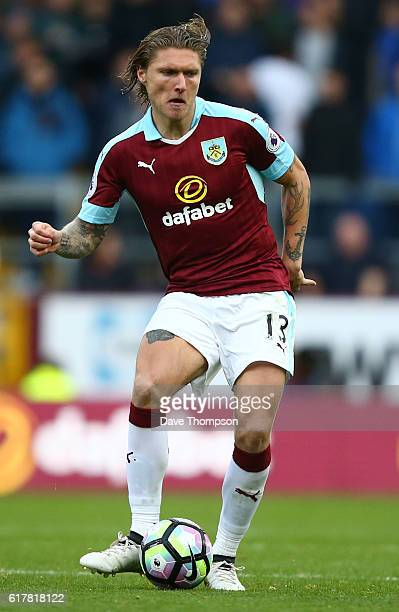 Jeff Hendrick of Burnley during the Premier League match between Burnley and Everton at Turf Moor on October 22 2016 in Burnley England