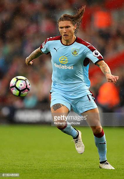 Jeff Hendrick of Burnley in action during the Premier League match between Southampton and Burnley at St Mary's Stadium on October 16 2016 in...