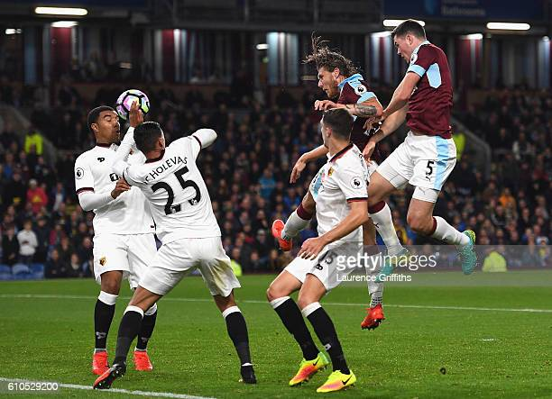 Jeff Hendrick of Burnley scores his sides first goal during the Premier League match between Burnley and Watford at Turf Moor on September 26 2016 in...
