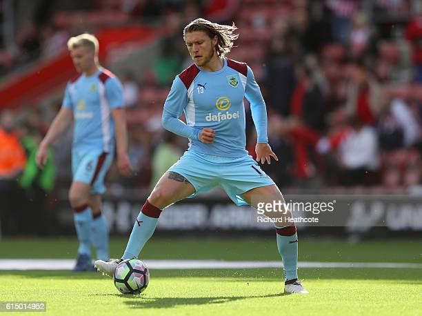 Jeff Hendrick of Burnley warms up prior to the Premier League match between Southampton and Burnley at St Mary's Stadium on October 16 2016 in...