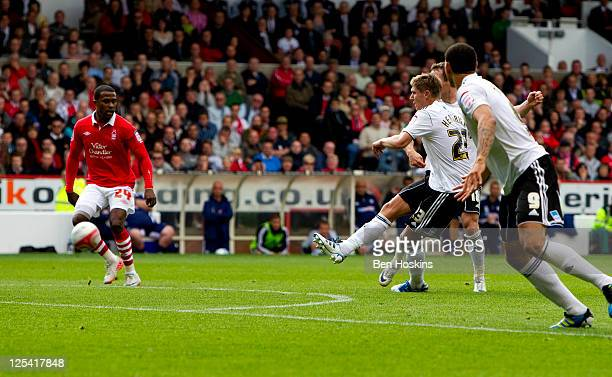 Jeff Hendrick of Derby scores the second goal of the game during the npower Championship match between Nottingham Forest and Derby County at The City...