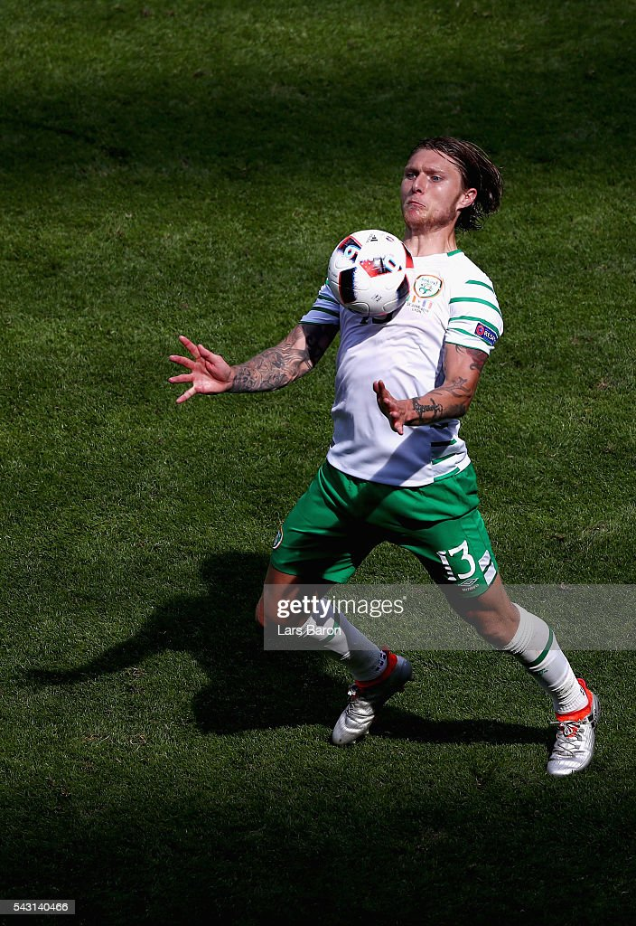 <a gi-track='captionPersonalityLinkClicked' href=/galleries/search?phrase=Jeff+Hendrick+-+Soccer+Player&family=editorial&specificpeople=15923342 ng-click='$event.stopPropagation()'>Jeff Hendrick</a> of Republic of Ireland controls the ball during the UEFA EURO 2016 round of 16 match between France and Republic of Ireland at Stade des Lumieres on June 26, 2016 in Lyon, France.